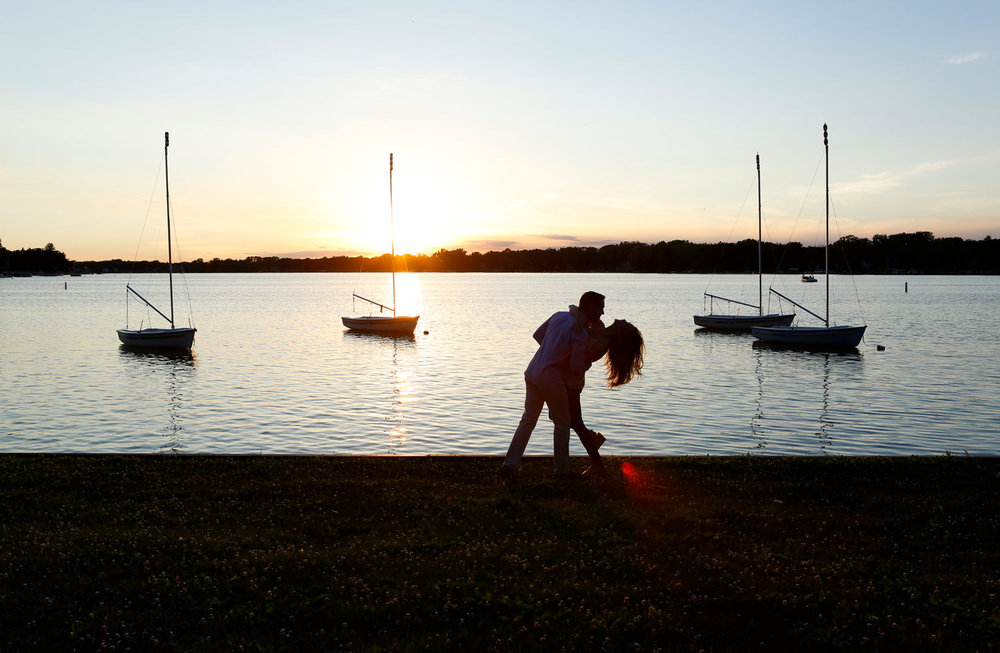 crystal-lake-main-beach-engagement-session-ruthie-hauge-photography-lake-sailboat-best-of-fox.jpg