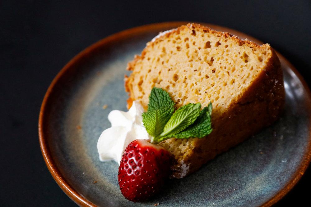 bakery-food-photographer-bundt-cake-ruthie-hauge-photography-madison-wisconsin-gluten-free.jpg