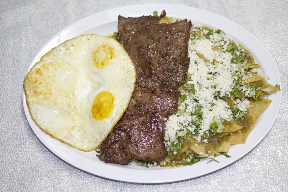 Chilaquiles con huevo y carne 4.jpg