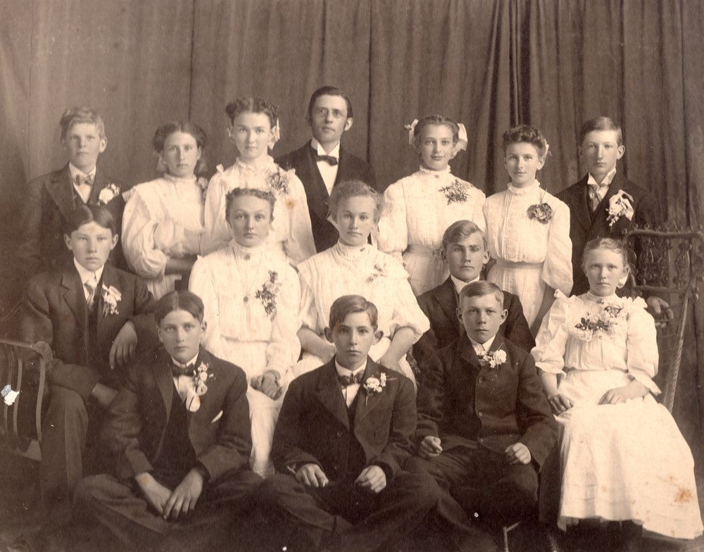 Class of 1908 with Pastor Gieschen
