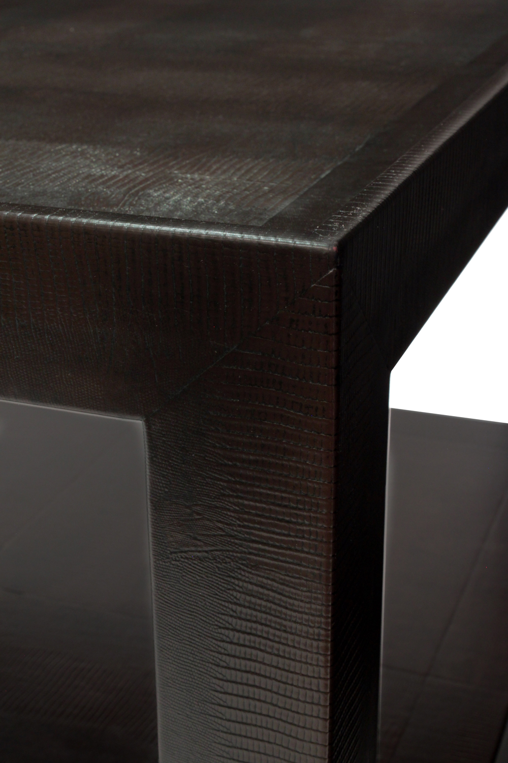 Springer 85 2tier emb lizard coffeetable302 detail4 hires.jpg
