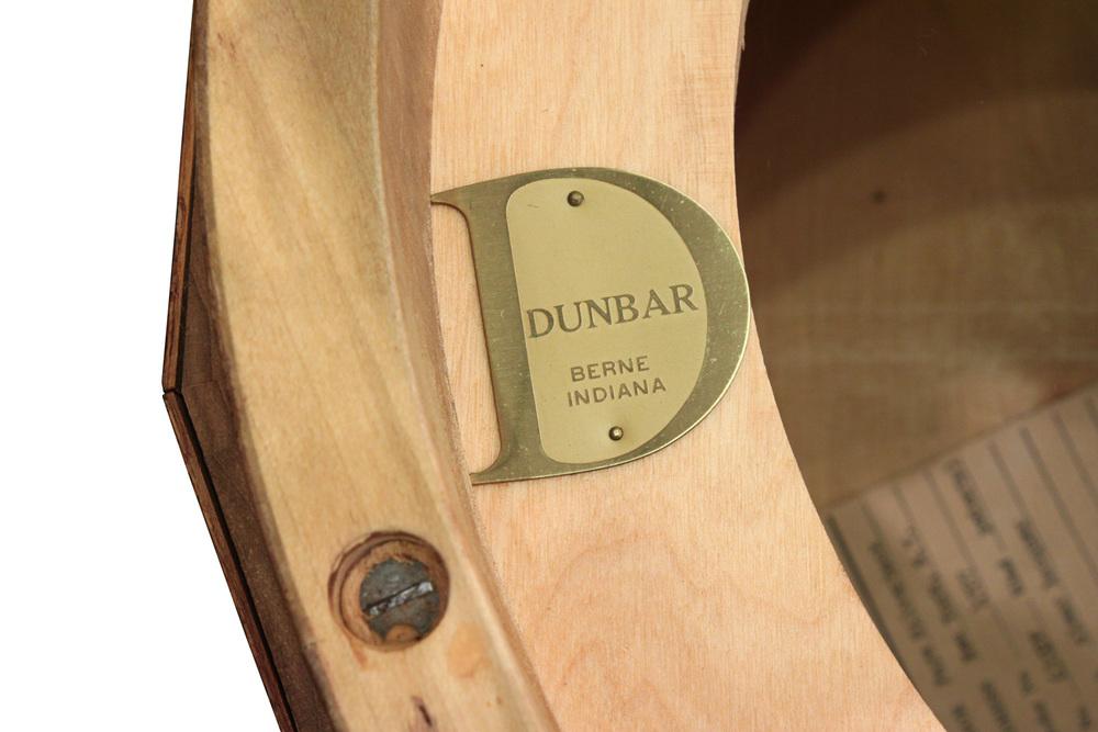 Dunbar 85 olive burl pedestal+gls coffeetable375 detail6 hires.jpg