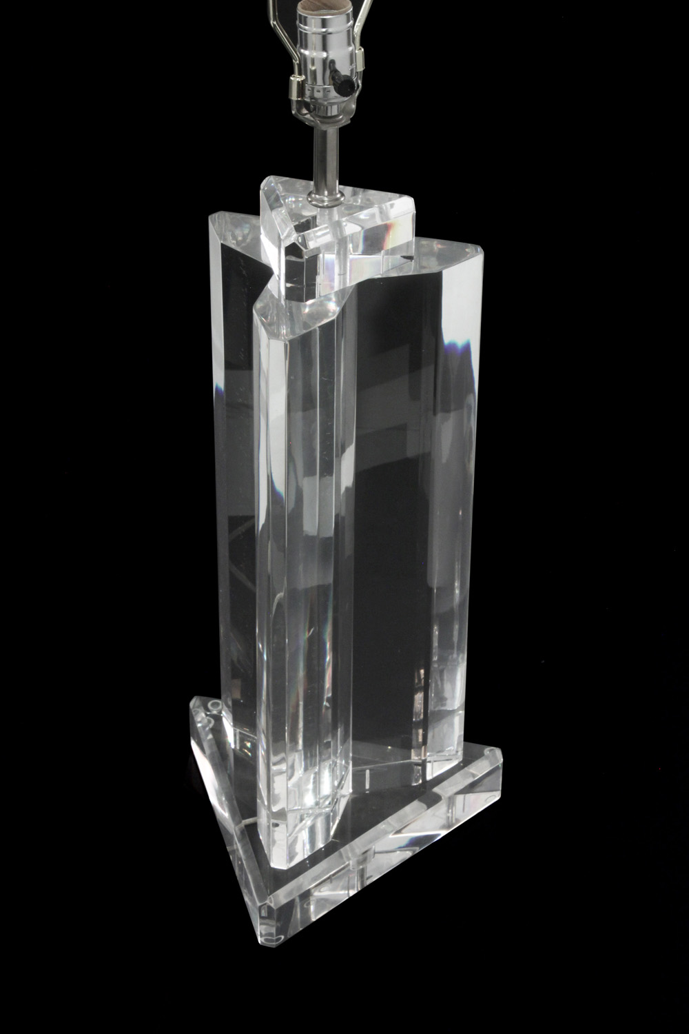 Prismatique 45 3edge lucite block tablelamp209 detail2 hires.jpg