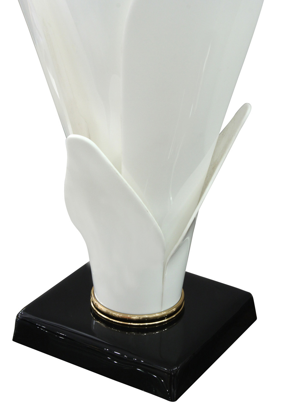 Rougier 30 white petals flower tablelamp220 detail3 hires.jpg