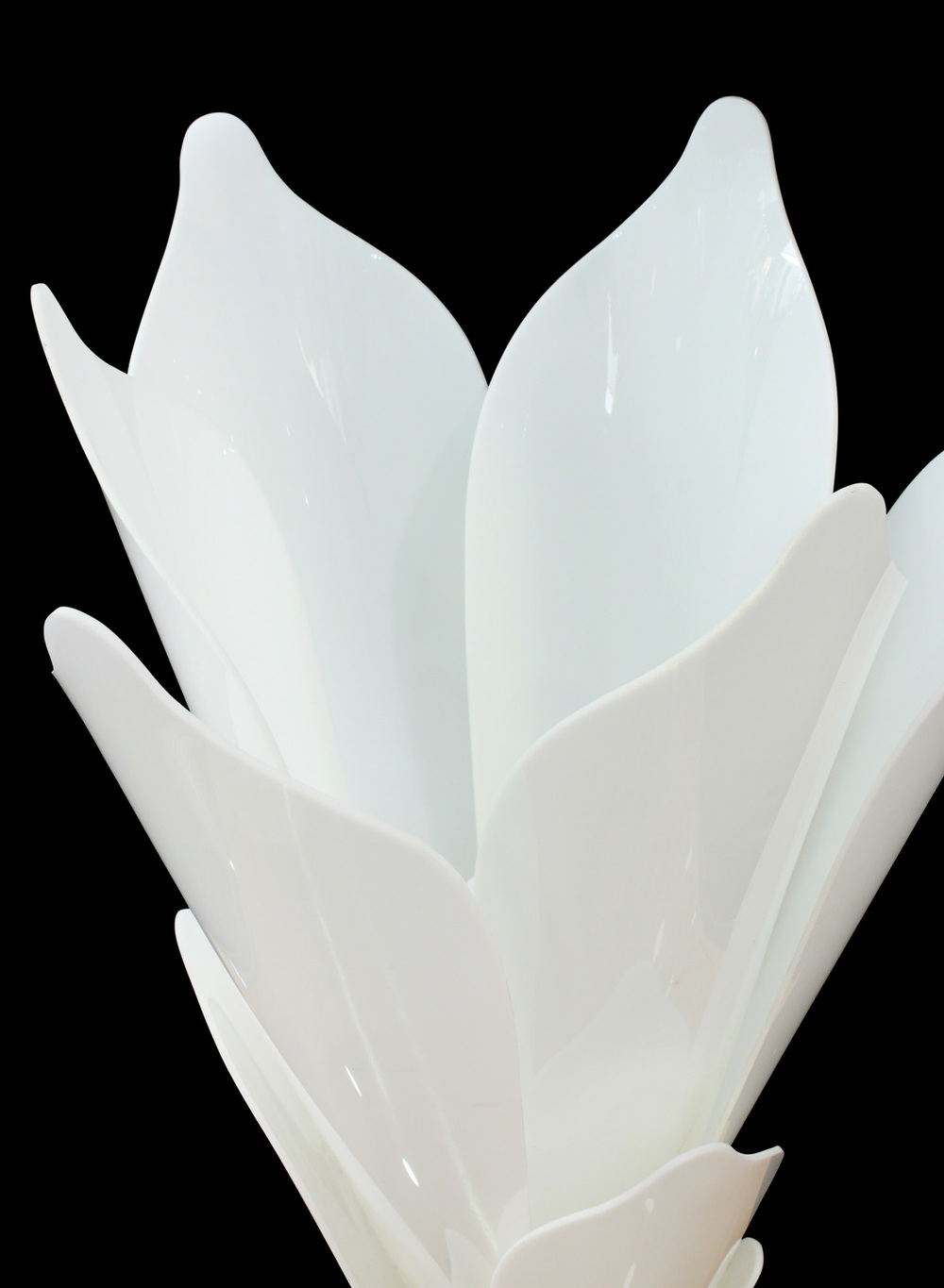 Rougier 30 white petals flower tablelamp220 detail4  hires.jpg