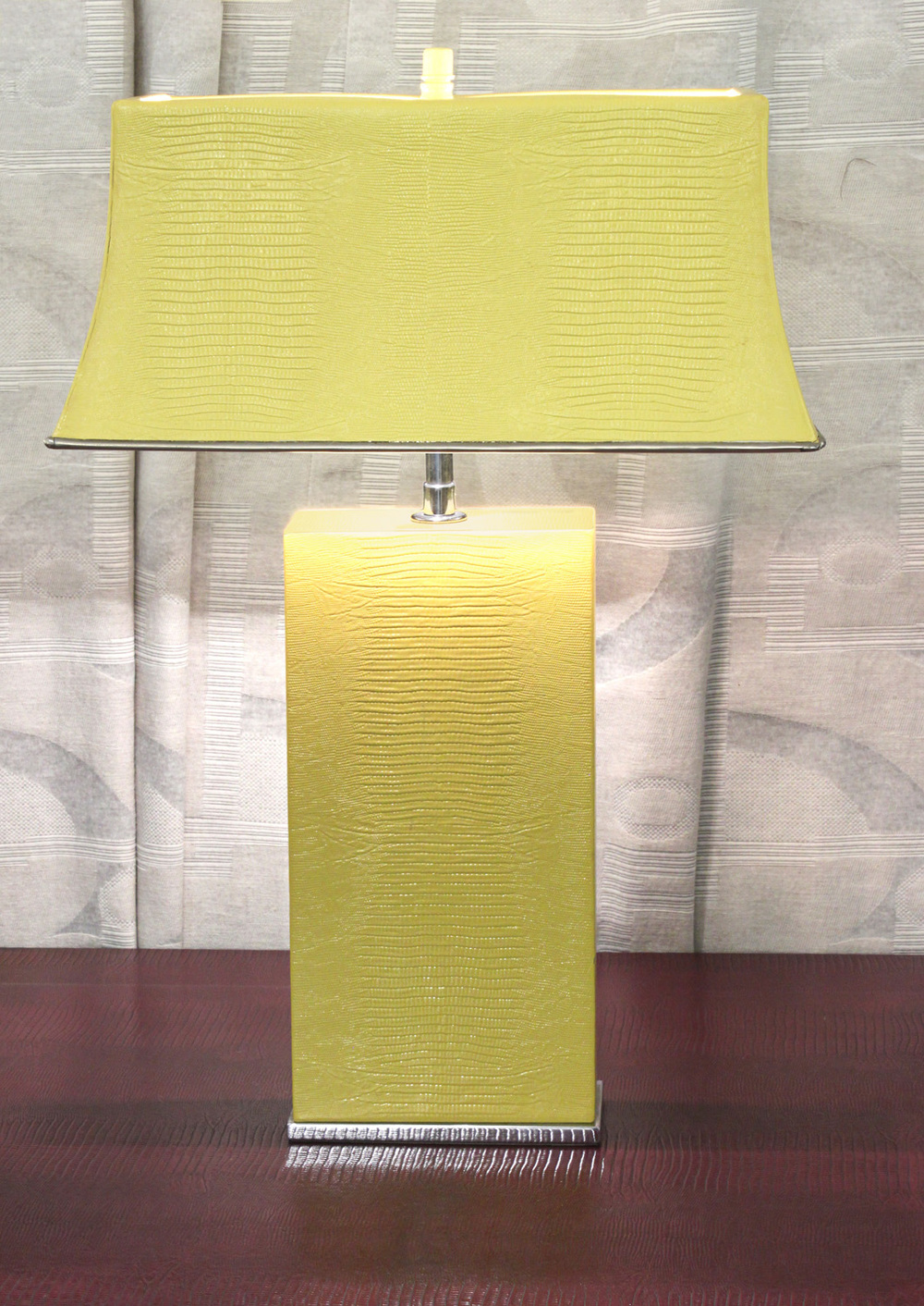 Springer 65 yellow lizard+shade tablelamp227 detail6 hires.jpg