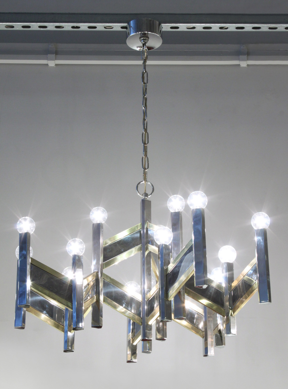 Sciolari 55 chrome+brass angular chandelier215 detail3 hires.jpg