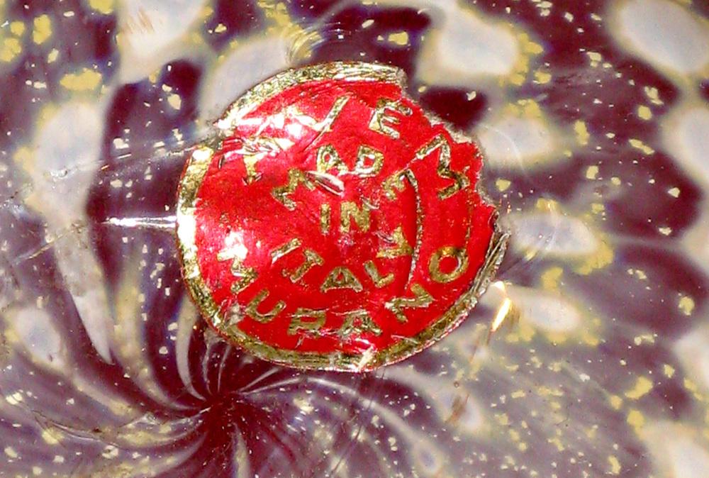 Radi 60 red geometric goldfoil radi1 label hires.jpg