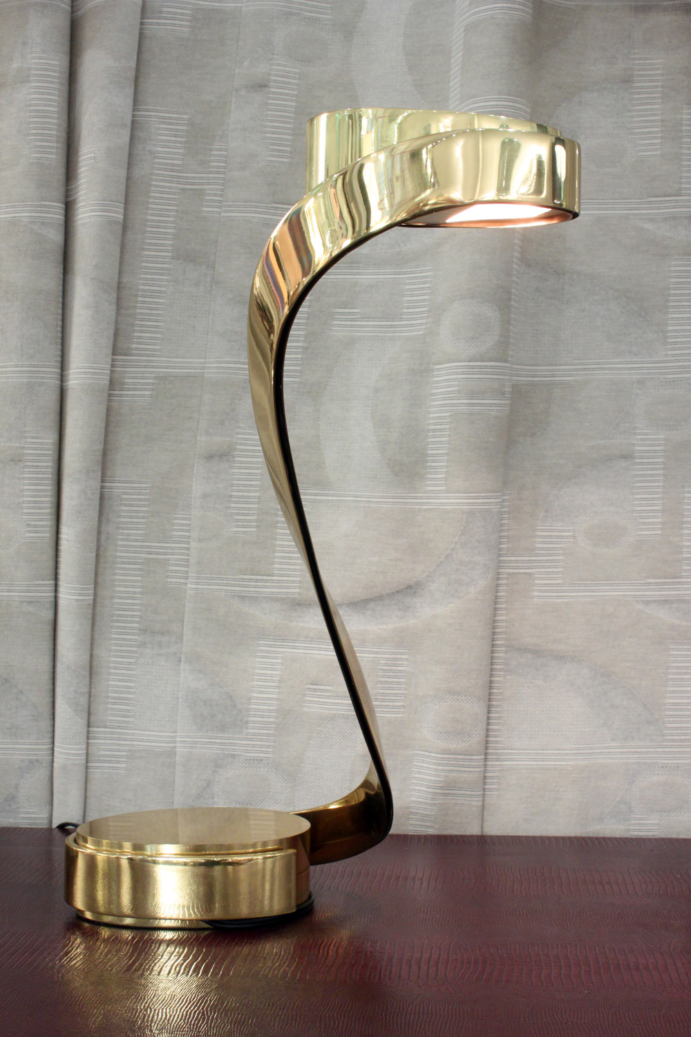 Casella 35 brass snake lamp tablelamp228 detail7 hires.jpg