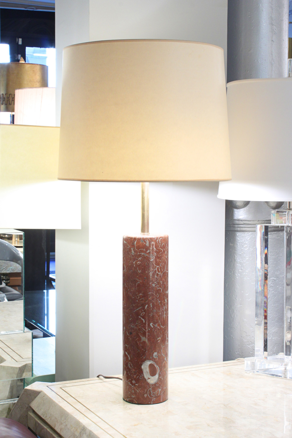 Nessen 18 red marble+brass tablelamp231 detail4 hires.jpg