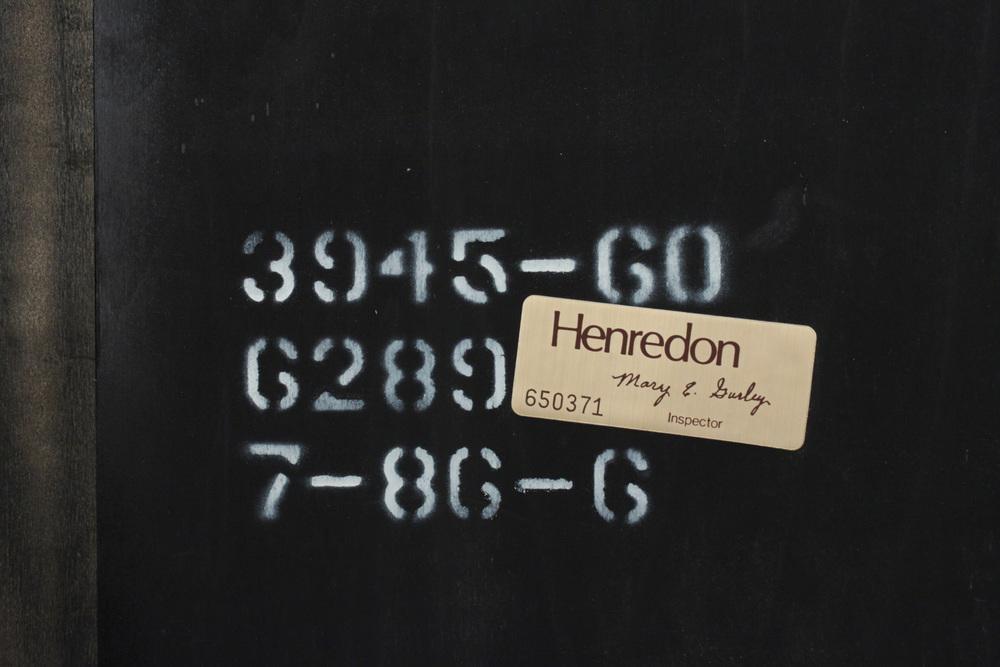 Henredon 120 pr blk lqr+brass etagere11 detail1 hires.jpg