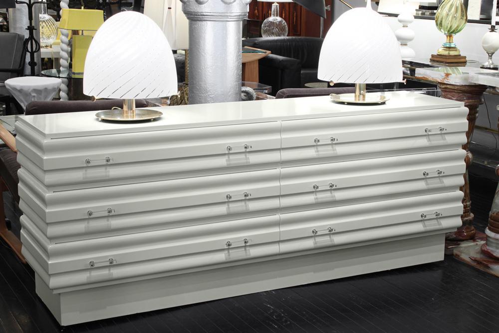 70s 95 white lqr+lucite pulls chestofdrawers149 detail3 hires.jpg