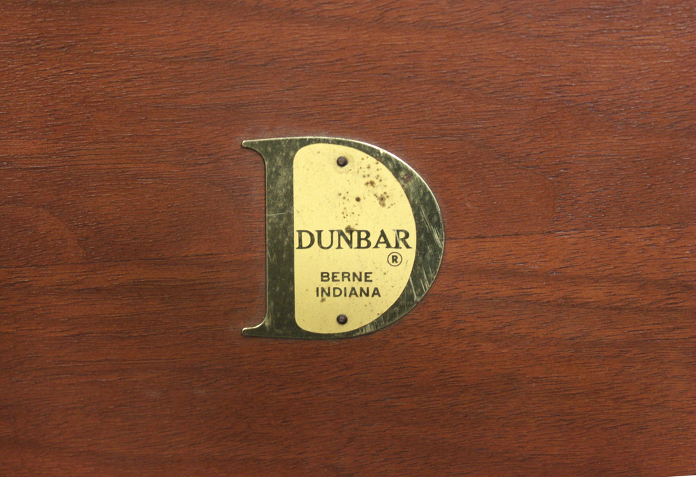 Dunbar 35 walnut parsons table endtable26 detail 2 hires.jpg