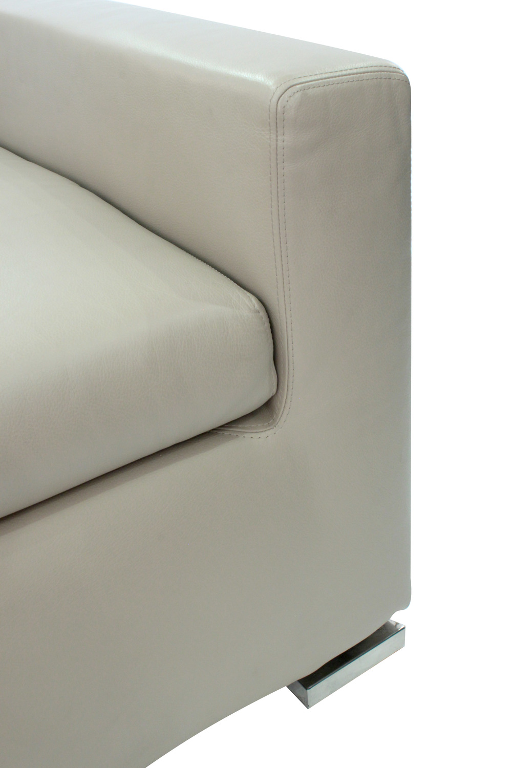 Minotti 65 cleanline lthr clubchairs54 detail6 hires.jpg