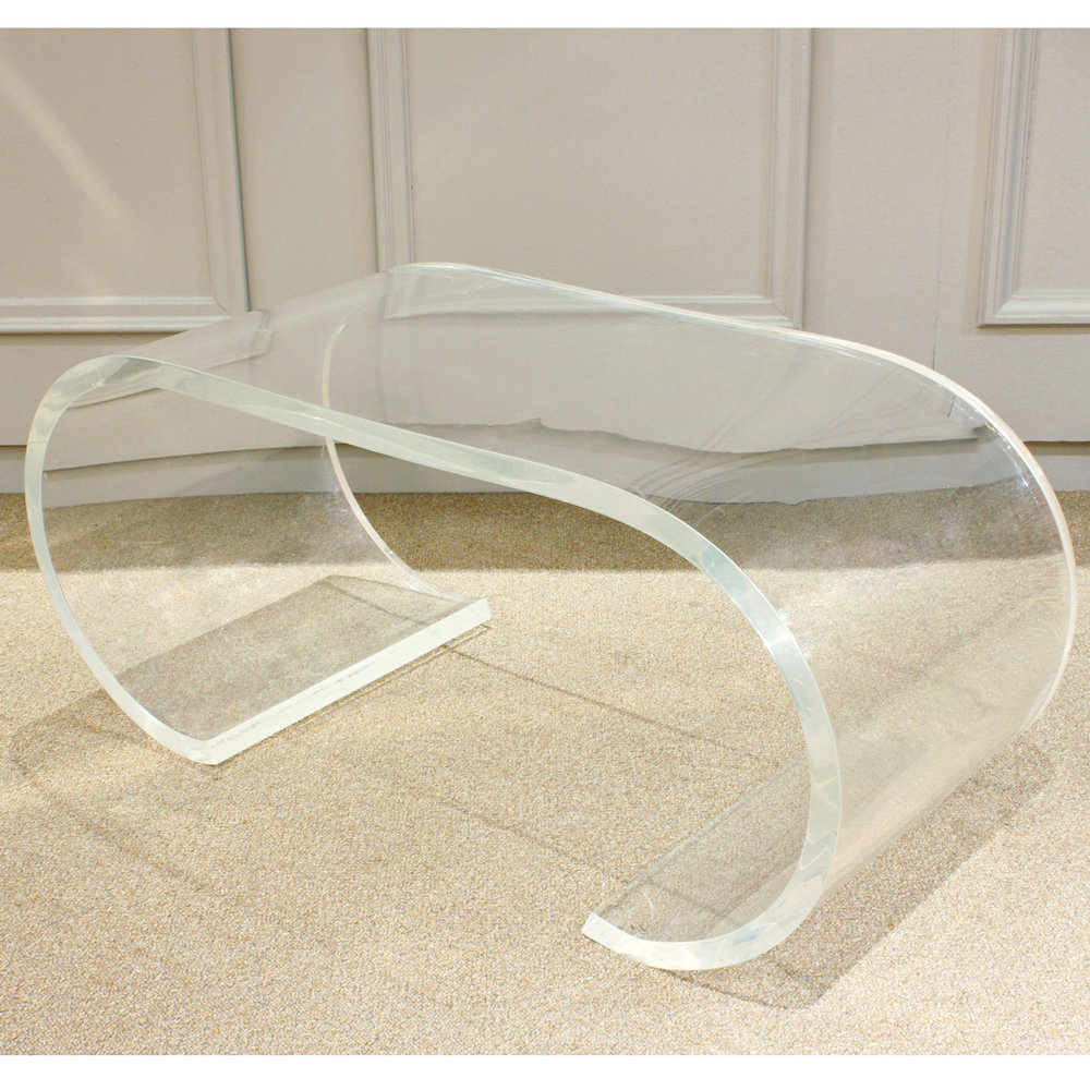 Springer 120 curved thk lucite coffeetable407 corner.jpg