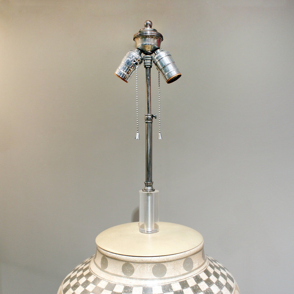 Trattoria G 55 ceramic geom decor tablelamp221 hires top detail.jpg