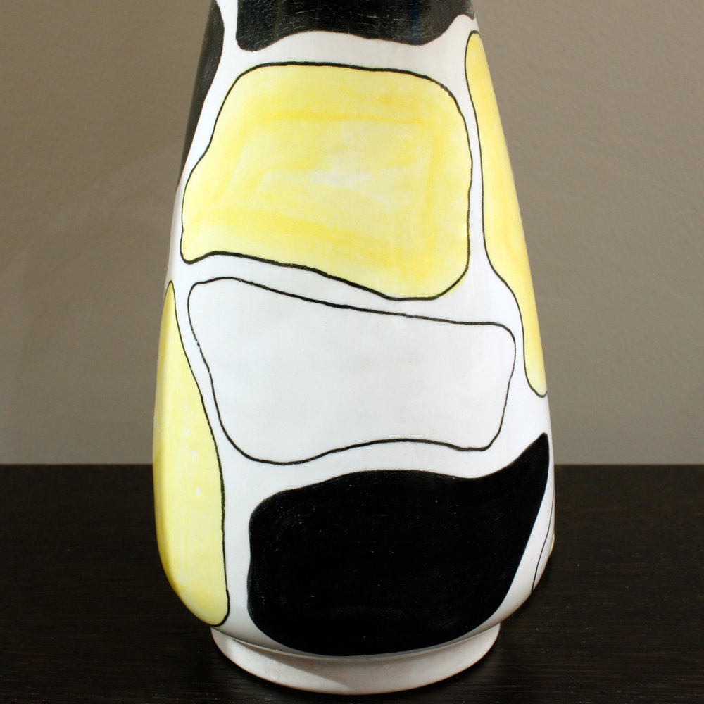 Italian 06  La Rinascente ceramic yllo+blk+wht tablelamp10 hires detail.jpg
