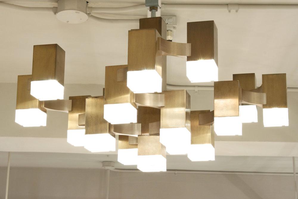 Sciolari cubist bronze+lucite chandelier226 hires env.jpg