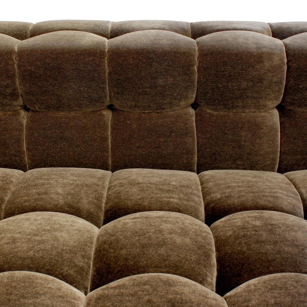 Dunbar 150 biscuitarms+castors sofa90 csn dtl 2.jpg
