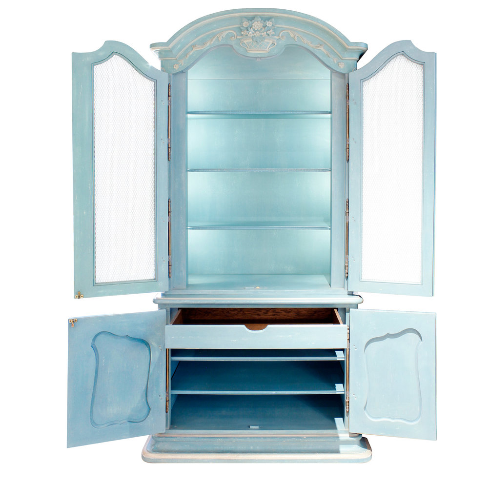 Auffray 180 Bressan Louis XV pr blu cabinet45 drs opn.jpg