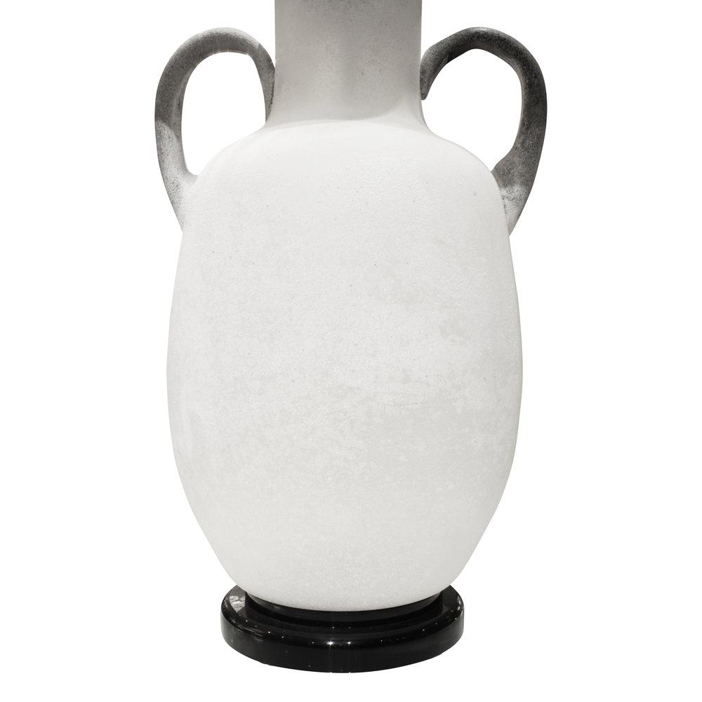 Seguso 45 white scavo urn tablelamp246 btm.JPG