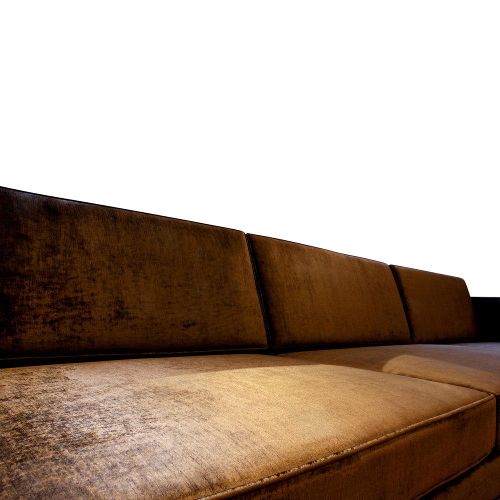 Probber 150 boxy mahog legs 2x sofa91 dtl2.jpg