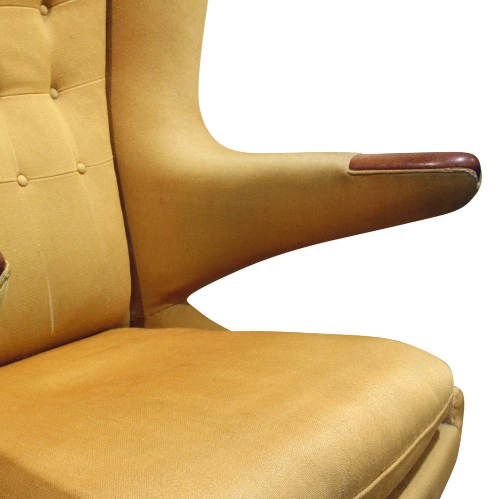 Wegner 120 Papa Bear yllw fbric loungechair98 dtl.JPG