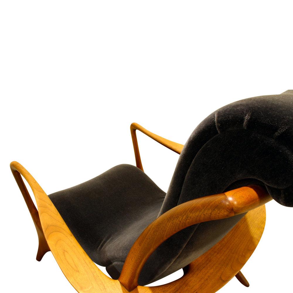Kagan 150 Contoured walnut loungechair99 dtl.JPG