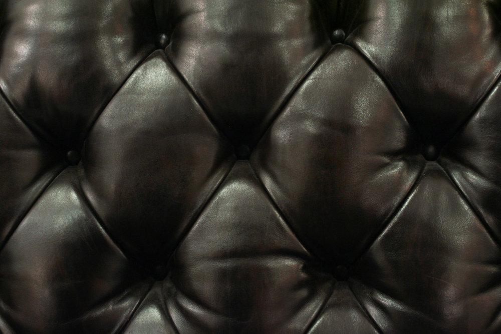 Bennett 85 tufted drk brown sofa82 detail3 hires.jpg