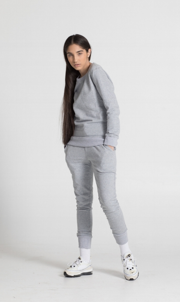 THE SWEATSHIRT - THE SWEATSHIRT is cut from a soft cotton terry. Designed in a cool, slim fit, this everyday piece is a wardrobe staple. It features a crew neck style with ribbing in the cuffs and hem.
