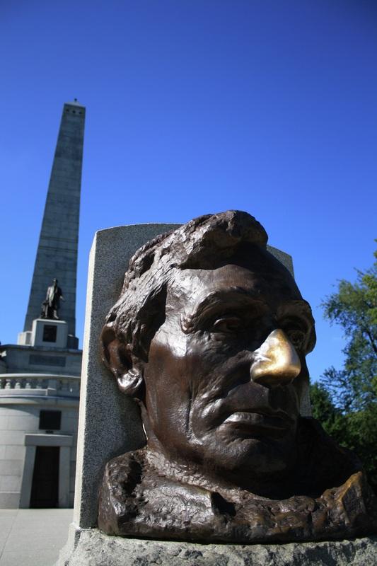 Abraham Lincoln tomb in Springfield, IL. http://www.illinoisinfocus.com/uploads/5/6/3/9/5639843/6405281_orig.jpg?241