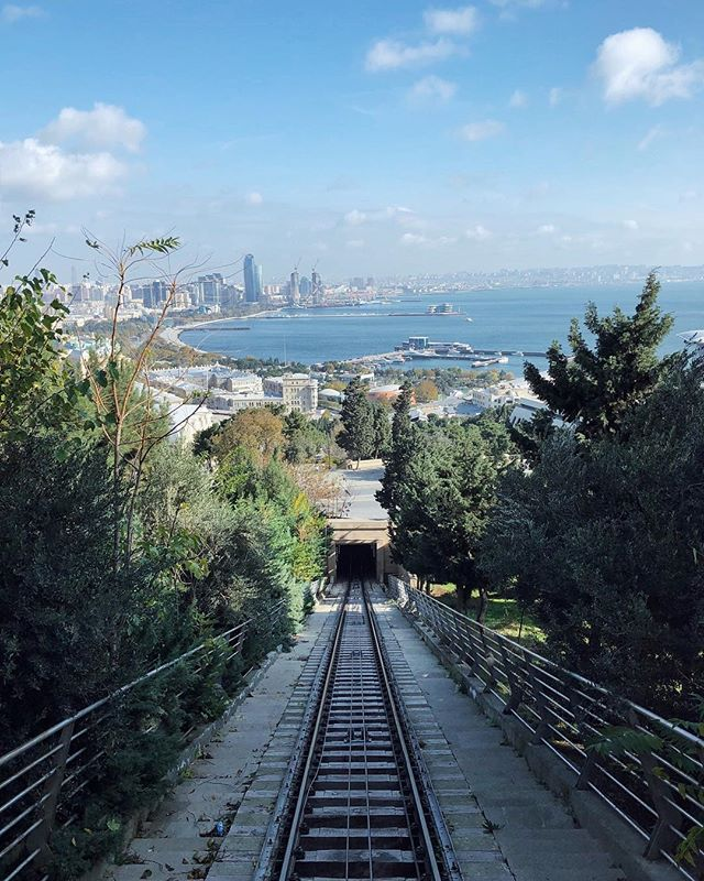 Getting around on the funicular in Baku, Azerbaijan 🇦🇿 🚞