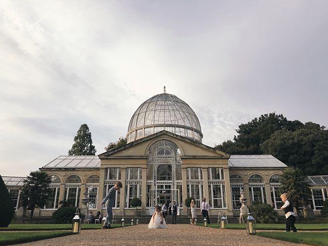 The Great Conservatory at Syon Park. Day and night - a stunning venue! 👰🏻 🎩  #wedding #weddingvenue #londonwedding