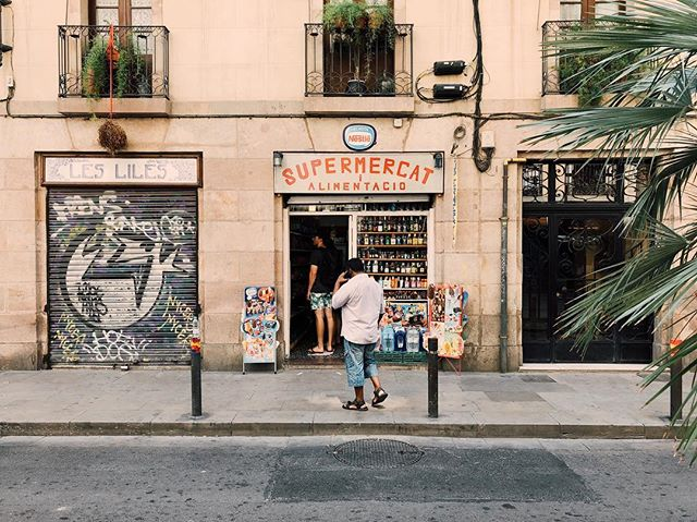 Barcelona, 2018. 🇪🇸 Loved the signage on this little store. #Barcelona #font #typography