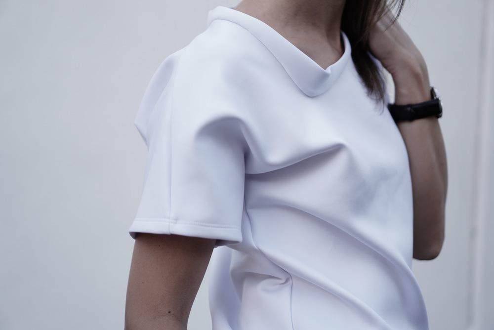 Lopsided t-shirt details