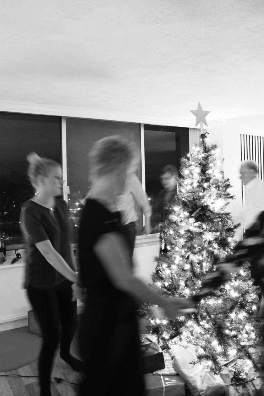 The evening wraps up with dancing and singing around the Christmas tree after which the gift unwrapping begins! :) Promise me that you will have some hygge today where ever you are. I wish you and your family a Merry Christmas.