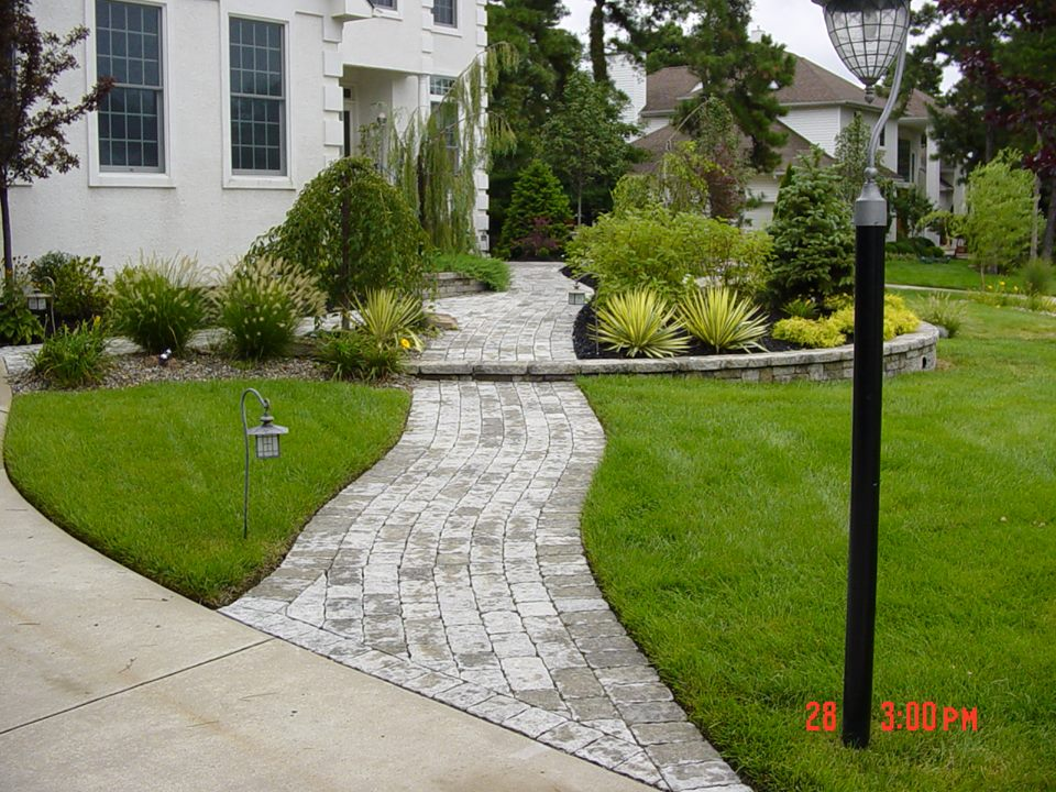 Outdoor lighting accents walkways