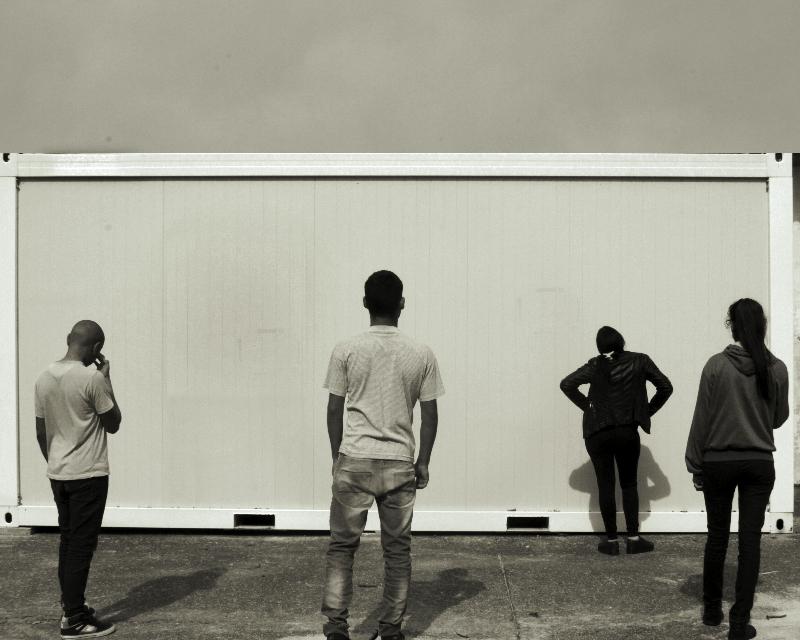"""En la Escuela Técnica de Malvín Norte (Montevideo, Uruguay) un grupo de estudiantes   fueron protagonistas del taller: """"Transformación de conflictos en forma no violenta"""", a través de la técnica de foto debate.   Foto: Marcelo Casacuberta, año 2014."""