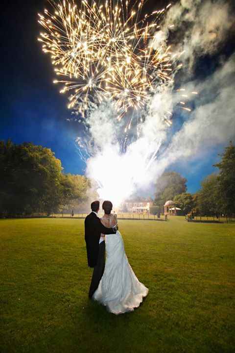 b18522f8c9c269d16ff2622fcd6fcdd5--wedding-fireworks-bad.jpg