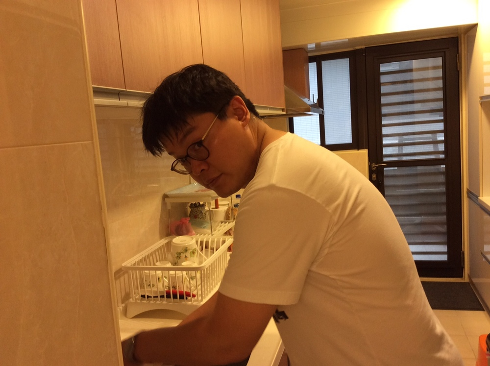 Cheyen does dishes