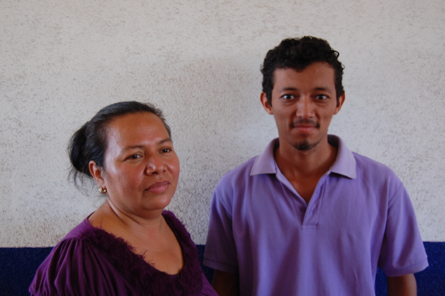 Máxima Orozco (l.) and fellow teacher Juan Antonio Castellón (r.)                       Photo by Margarita Díaz