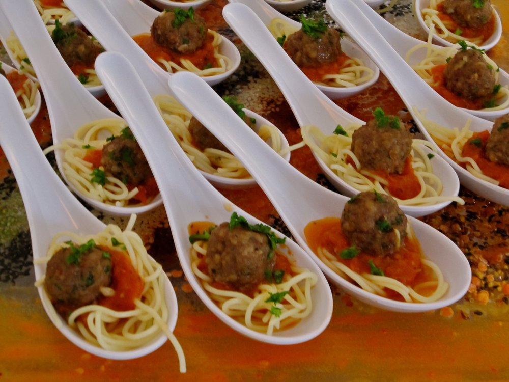spaghetti and meatball hors d'oeuvres
