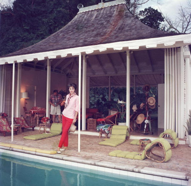 Classic Female Celebrities through Slim Aarons' Lens (2).jpg