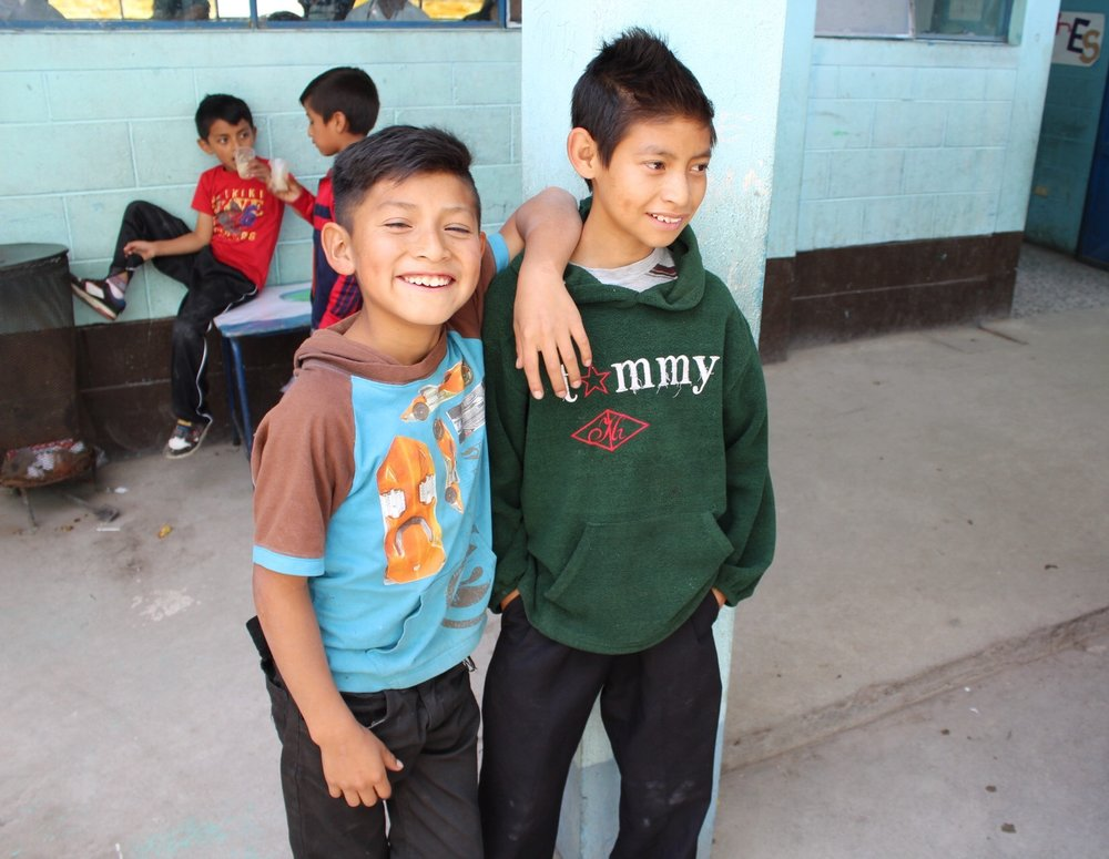 Primary school students in Tierra Colorada Baja wait outside the mobile clinic.