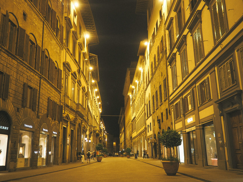 Florence is great for night walks, from the bridges, to the little streets filled with lights, it has it's own special vibe after the sun goes down.