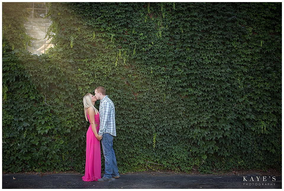 couple kissing, couple with ivy, couple with leaves