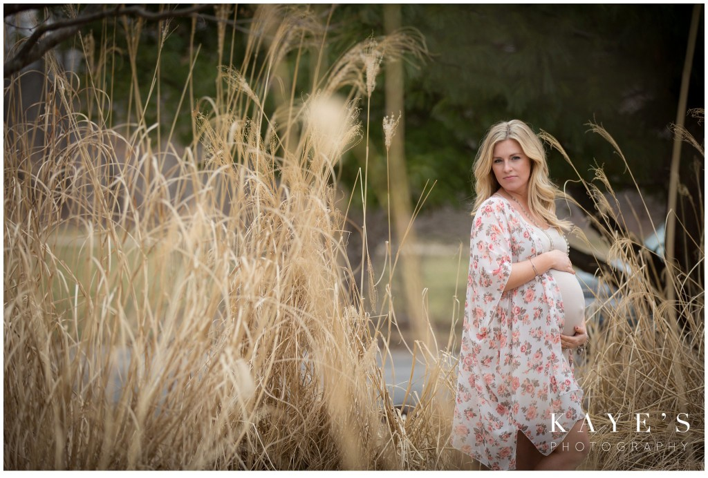 pregnant belly, pregnant woman in field, hands on belly, baby bump,
