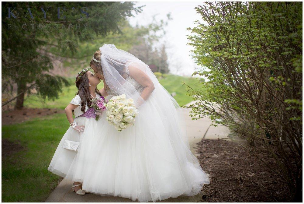crystal gardens brighton michigan wedding photographer, crystal gardens wedding, brighton michigan wedding photography, bride with daughter, beautiful bride with daughter, bride with flower girl