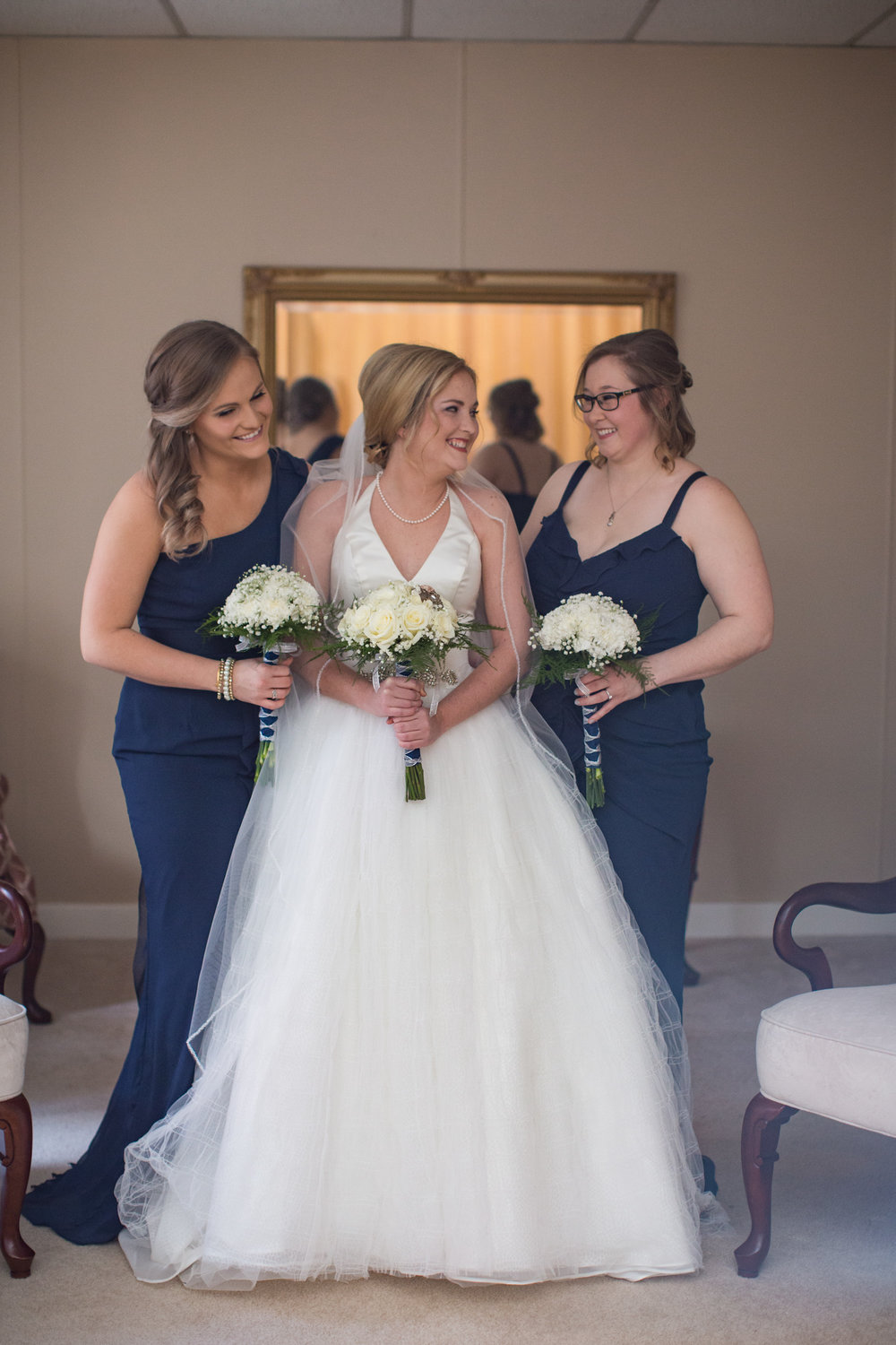 bride-with-bridesmaids-on-wedding-day