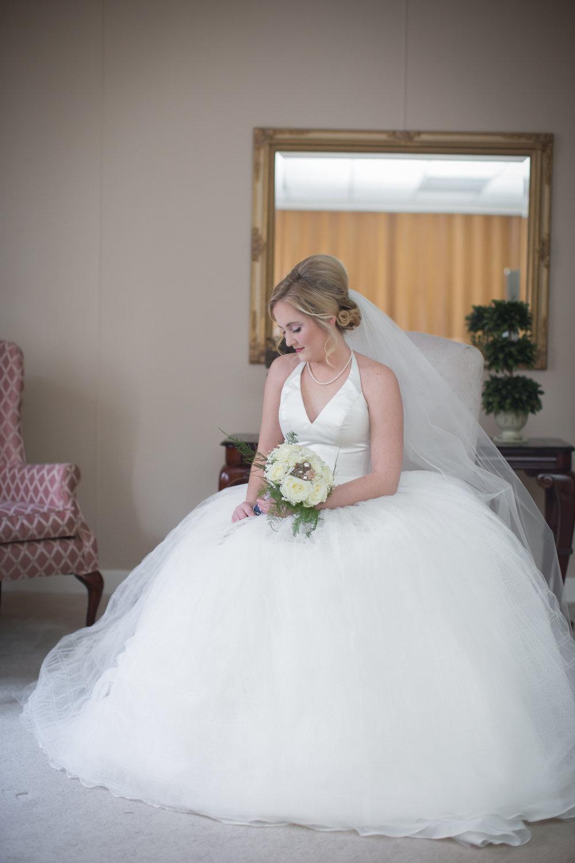 bride-details-photos-on-wedding-day